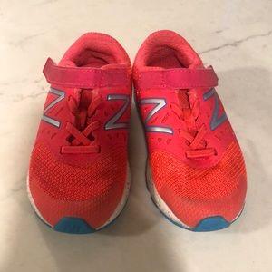 Girls toddler size 9 New Balance Tennis Shoes. EUC